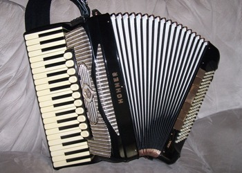 Hohner Gola Accordion with Limex Pro 4 MIDI